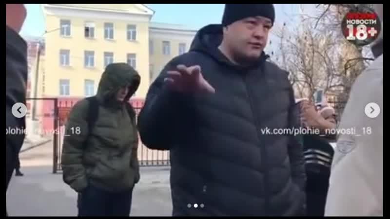Группа молодых людей обуреваемых жаждой справедливости пришли к дому Дениса Носова