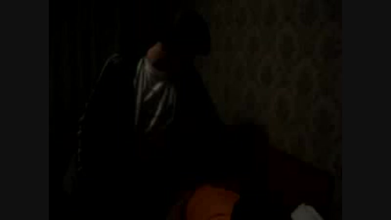 Саня пытается поднять в зюзю бухого тосика