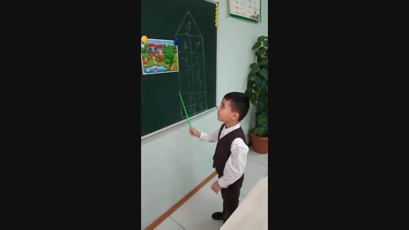 Сын на уроке казахского языка