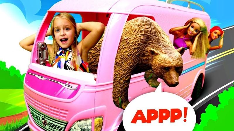 Барби и Тереза в лесу Встреча с медведем Мультики для девочек с Barbie