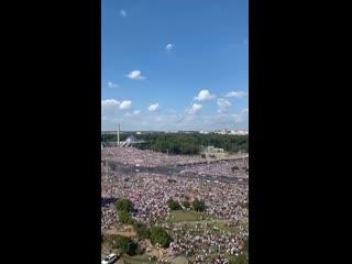 Похоже, центр Минска скоро не выдержит такого наплыва людей. Сообщается, что возле Стеллы около 200 тысяч человек.