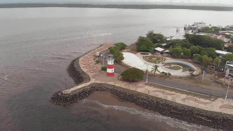 Город Пунтаренас с высоты птичьего полёта полуостров в Коста Рике