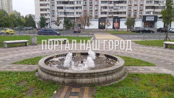 Фонтан в сквере Генерала Кузнецова починили коммунальные службы