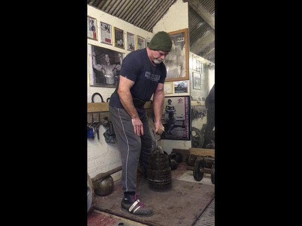 Laine Snook 2.5 Crusher 98kgs for 20 reps.