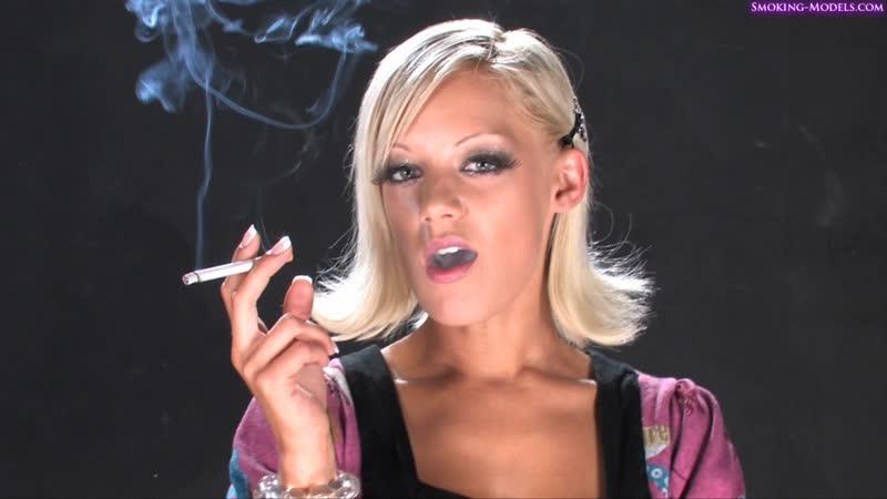 LouLou Cute Smoking Model