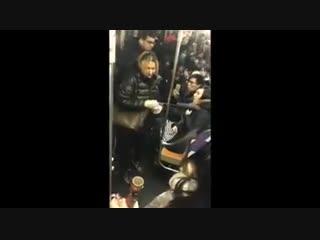 Россиянка в нью-йоркском метро