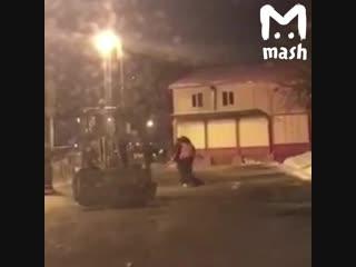 В Тюмени уборщики поругались с прохожими и побили их лопатами