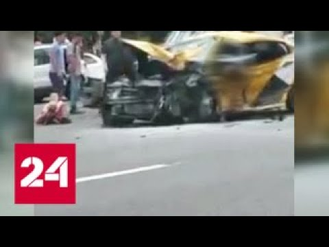 Страшное ДТП на Кутузовском детей из искореженной машины доставали спасатели Россия 24