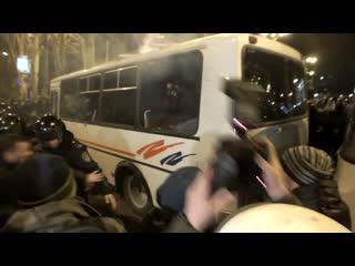 Как укропы приехали делать майдан в Донецке (площадь Ленина). Местные работяги выгнали этот балаган 13 марта 2014