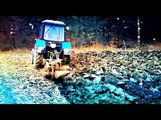 Belarus MTZ Tractor plows a field of frozen. vseklevo