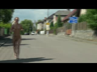 Terry naha jogging naked