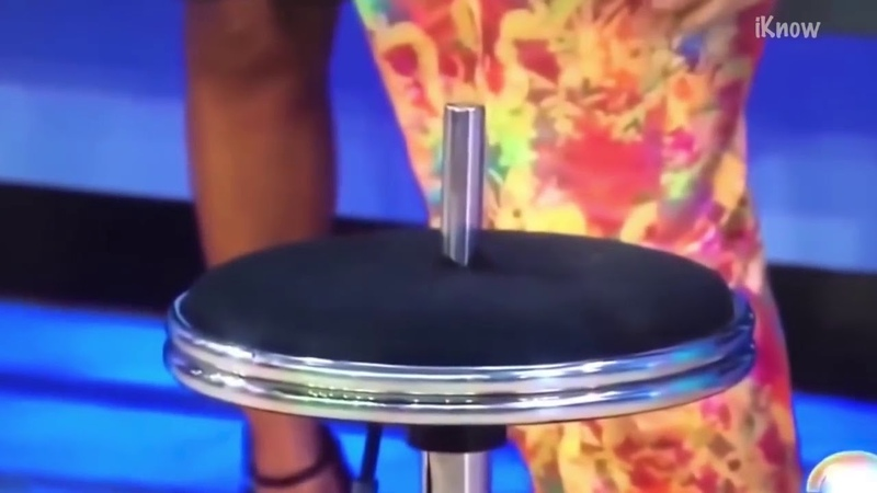 Сел на барный стул и провалился