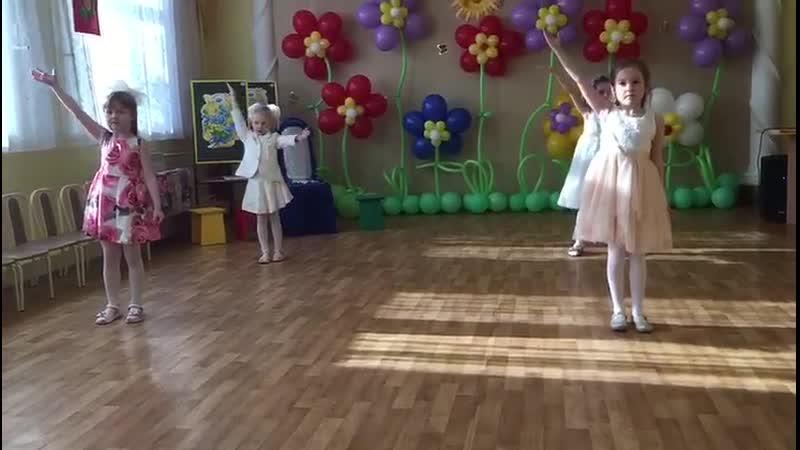 Внученька танцует