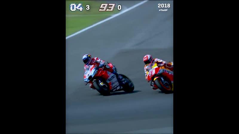 @AndreaDovizioso vs @marcmarquez93 last lap battles