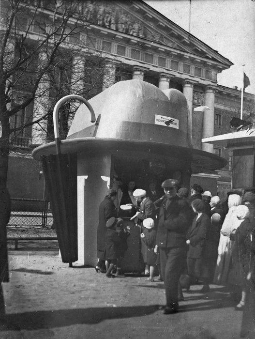 """Киоск """"Союзтекстильшвейторга"""", Ленинград,Александровский сад,  1936-37 гг."""