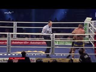Боксер с 30 победами нокаутом выиграл два титула чемпиона мира и отправил соперника в больницу