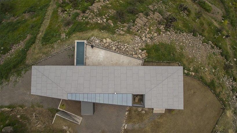 Дом на склоне холма в Чили / SCL architecture