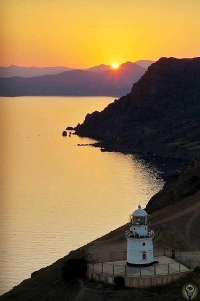 Мыс Меганом. Меганом, что по-гречески означает большой дом или огромное пастбище, это полуостров северо-восточнее Судака. Его площадь составляет около двадцати квадратных километров,