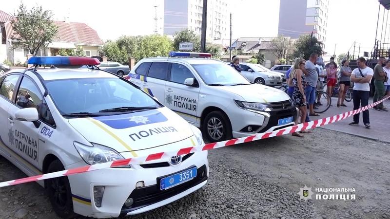 Поліцейські з'ясовують обставини вибуху у результаті якого загинули двоє людей