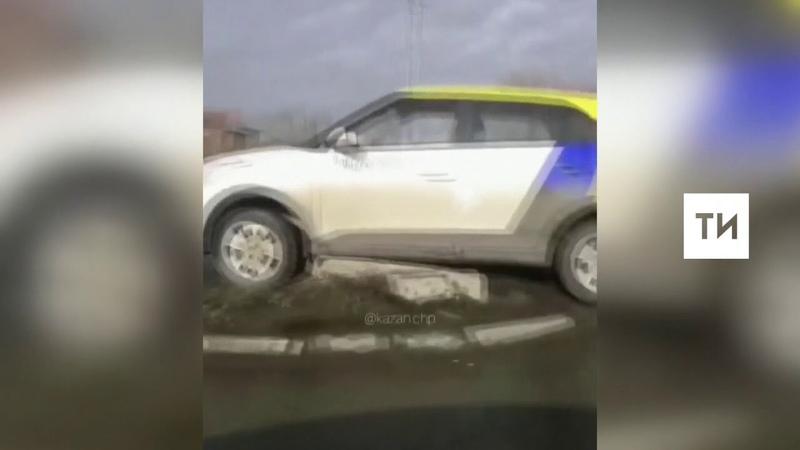 В Казани водитель после ДТП бросил авто каршеринга посреди дороги и ушел
