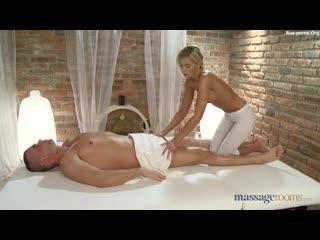 Эротический массаж от знойной блондиночки порно