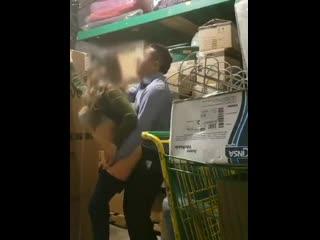 Мужик трахнул продавщицу на складе под скрытой камерой