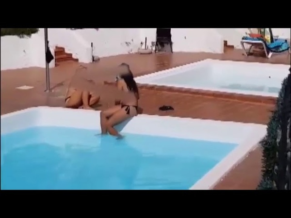 Desbandada en una piscina de Canarias con la llegada de la Guardia Civil😱 coronavirus coronatiempo