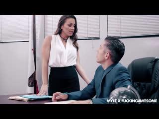 -Горячая секретарша хочет соблазнить своего босса и быть жестко оттрахана прямо на столе