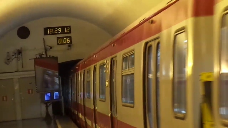 Метропоезд Санкт-Петербурга 9-171: метровагон 81-723.1 (ОЭВРЗ), б. 23168 - 1 линия (14.07.19)