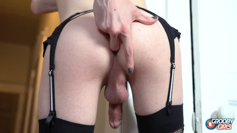 Kira Crash Strokes And Cums ( Shemale, Т S,
