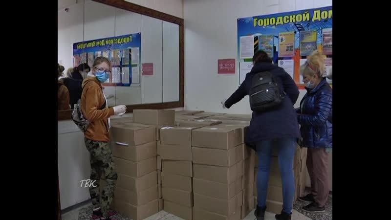 В Колпашевском районе волонтёры доставляют жителям старше 65 лет бесплатные продуктовые наборы