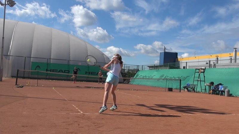 Теннис Удар слева в высокой точке