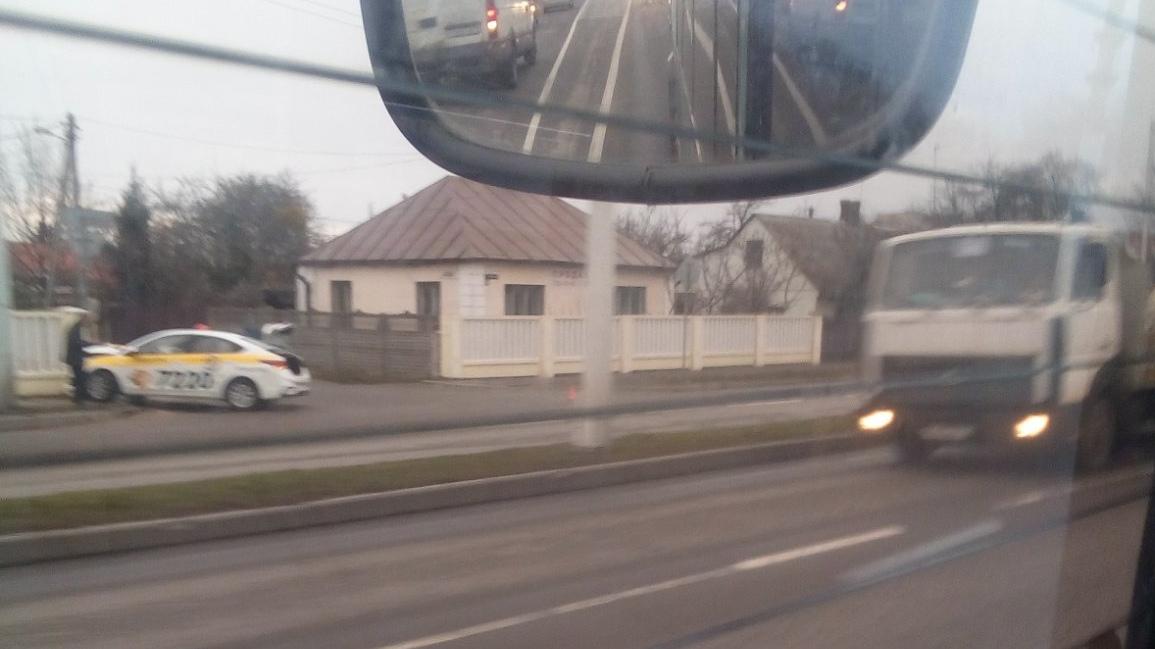 На Зелёной автомобиль такси въехал в забор. Может подрезали, а может уснул