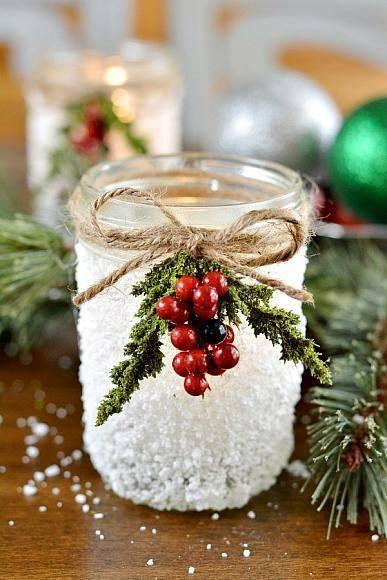 НОВОГОДНИЙ ПОДСВЕЧНИК Для подсвечника нужно:- стеклянная баночка- клей ПВА- соль с крупными кристаллами (например, морская или белая поваренная)- кусок шпагата (веревка)- декоративная новогодняя