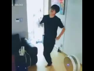 Taehyung walked in dancing to chicken noodle soup i can't jsjdjsjds
