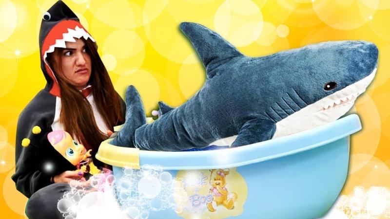 Смешное видео для девочек про куклы. Единорог и Акула присматривают за пупсиками.