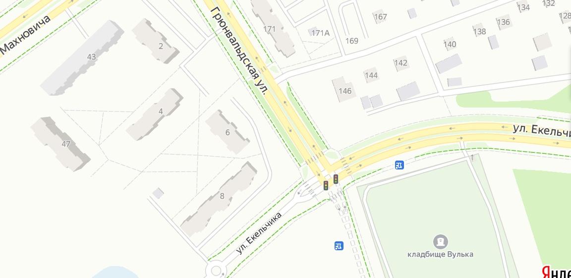 На ул. Грюнвальдской у люка проваливается тротуар после дождей