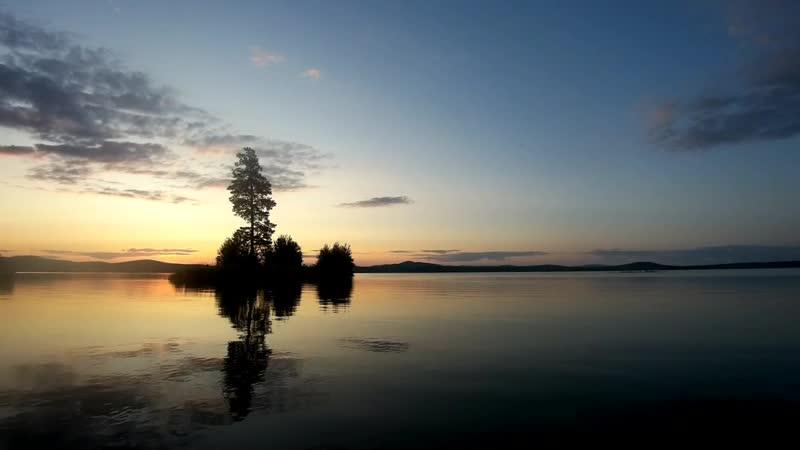 Рассвет на большущем озере