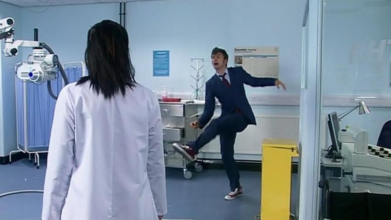 Доктор перемещает всё излучение в кеду Смит и Джонс Доктор Кто