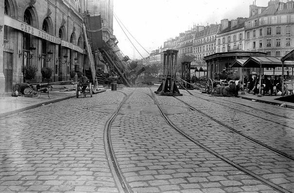 Прибытие поезда. Париж (Франция), 22 октября 1895 года.289 километров пути и 7 часов тряски на поезде 56 такой была плата за увиденный Париж для жителей Нормандии. Очередной состав выехал 22