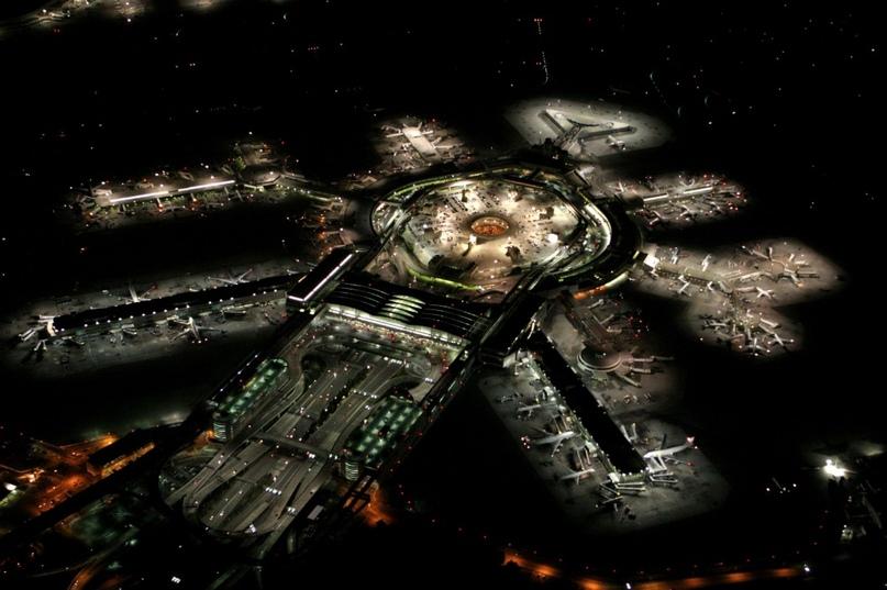 Невероятные аэропорты, в которые точно захочется вернуться, изображение №19