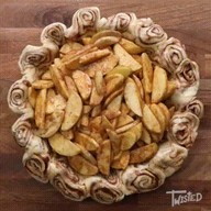 id_55725 Эффектный яблочно-коричный пирог 🍎😋  Автор: Twisted  #gif@bon