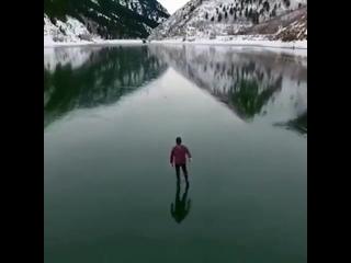 В тот момент, когда человек принимает себя таким, какой он есть, не оценивая и не сравнивая себя с другими, исчезает и чувство п
