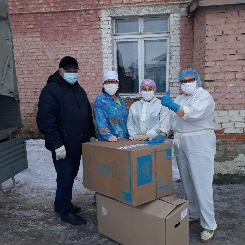 Депутаты Петровского района продолжают оказывать волонтёрскую помощь медработникам