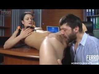 Секретарша отвлекла босса от работы и была наказана за это!