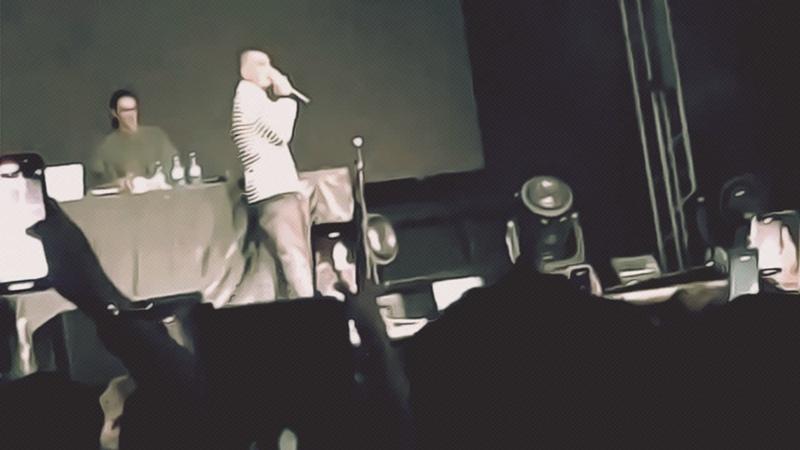 Рэпер Face вспомнил, что хайп не пахнет, и на концерте в Москве призвал освободить Навального