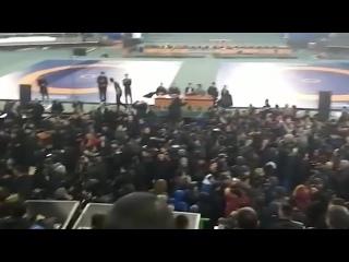 Жители Якутска второй день митингуют из-за изнасилования женщины: в городе перебои с работой магазинов и транспорта