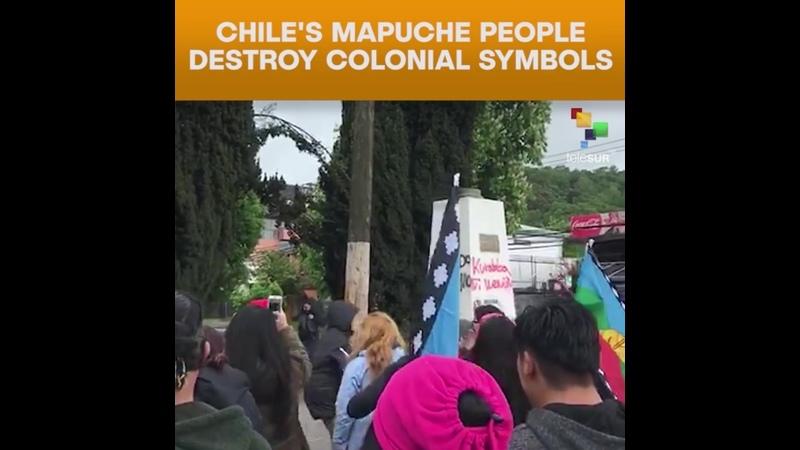 Dân Chile phá hủy biểu tượng thuộc địa