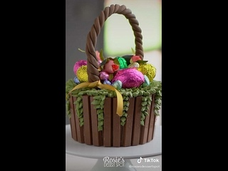 """Декор торта в виде корзины с пасхальными яйцами. / Наша группа во ВКонтакте: """"ULTRACAKES""""."""