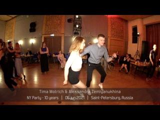 Tima Motrich & Aleksandra Zemlyanukhina    NY party 05